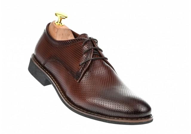 Oferta marimea 37 Pantofi barbati maro, eleganti din piele naturala perforata - L027M