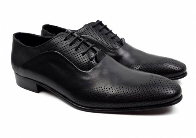 Pantofi barbati eleganti din piele naturala, perforatii cu laser 587N