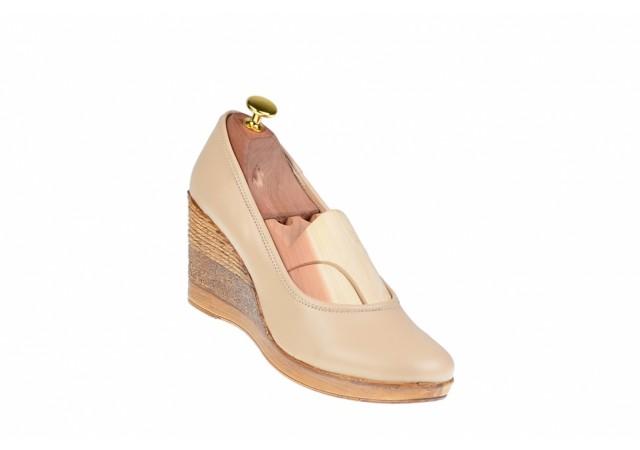 Oferta marimea 35, 37   - Pantofi dama, casual, din piele naturala, bej cu platforma de 7 cm - MARA BEJ LP3550BEJ