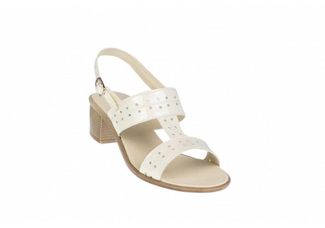 Oferta marimea 37 Sandale dama din piele naturala bej, lacuita - Made in Romania LS7LB