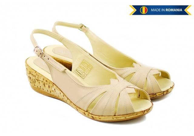 Lichidare de stoc! Sandale dama din piele naturala cu platforma Bej Marimea 37 - Made in Romania S52B
